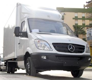Carroceria paquetera sobre vehiculo Mercedes