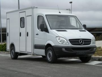 Nueva carroceria de ambulancia sobre mercedes